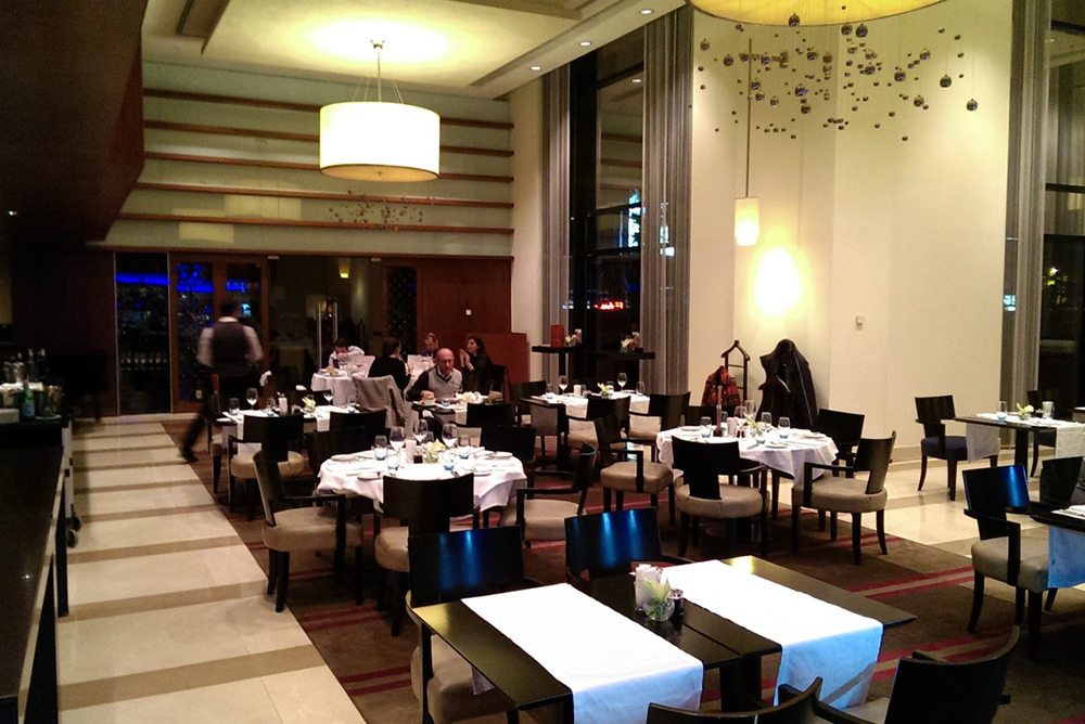 azzur-restaurant1545907266