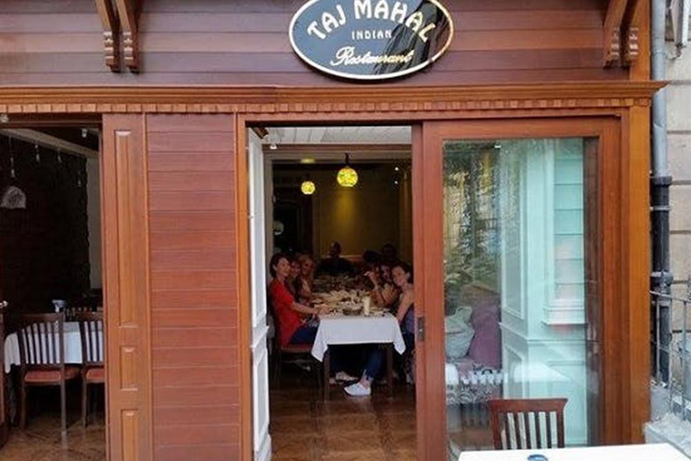 taj-mahal-indian-restaurant1545902318